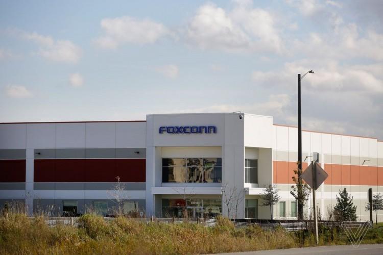"""Тайваньская """"Foxconn"""" в порядке, чтобы возобновить завод в Чжэнчжоу"""