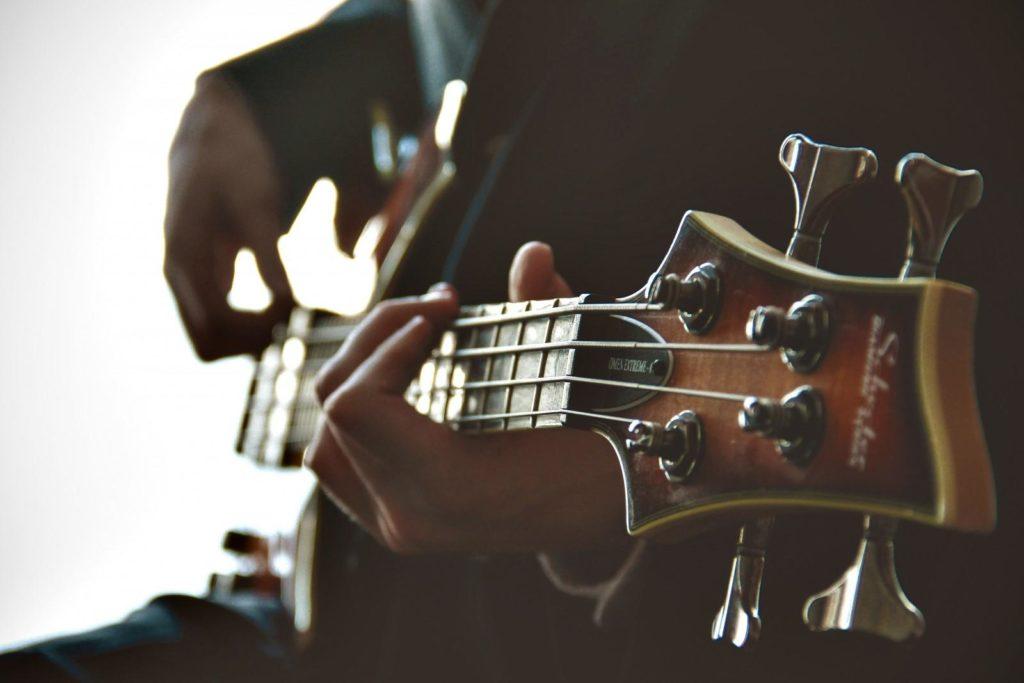Статьи про здоровье: польза для здоровья от игры на гитаре.